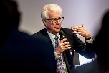 Ken Follett gives a speech